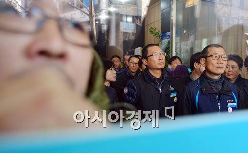 [포토]자진 출두 하던 김명환 위원장, 발길 돌려