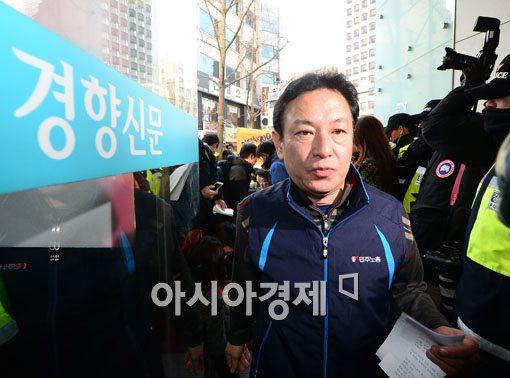[포토]브리핑 마친 정호희 민주노총 대변인