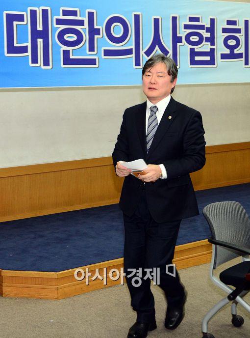 [포토]기자회견 마친 노환규 대한의사협회장