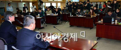 [포토]취재진들 앞에서 대정부협상단 관련 설명하는 대한의사협회