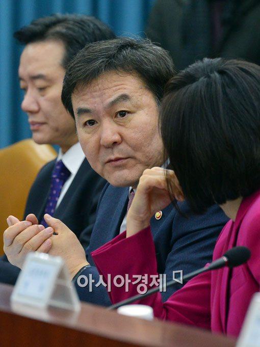 [포토]심각한 신제윤 금융위원장