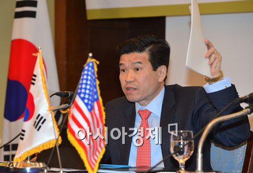 [포토]열정적인 제임스 김 주한미국상공회의소 회장