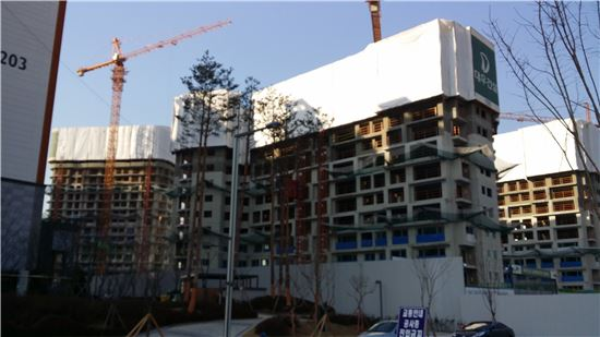 2012년 8월 공급된 위례신도시 첫 민간분양 아파트 '위례신도시 송파푸르지오' 건설 현장