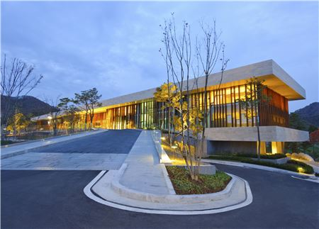 지난해 11월 '2013 한국색채대상'에서 대상인 산업통상자원부장관상까지 수상한 휘슬링락.