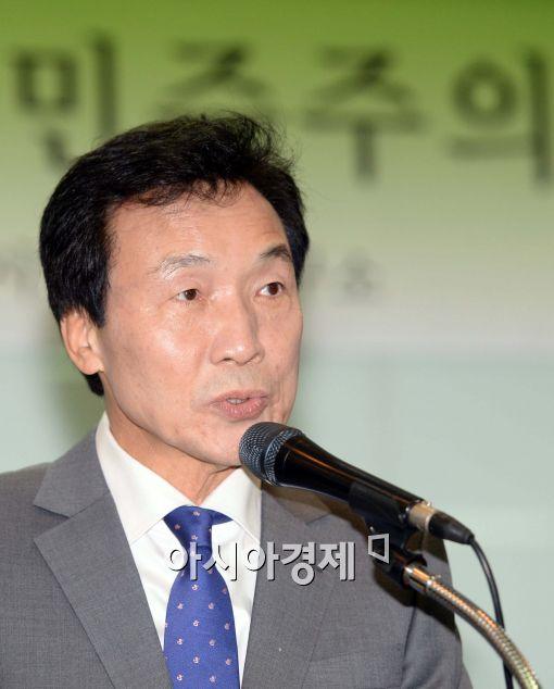 [포토]인사말하는 손학규 민주당 상임고문