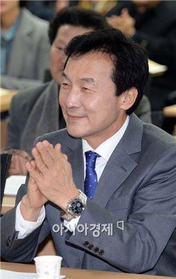 아내와 토굴에서 칩거중인 손학규 새정치민주연합 상임고문