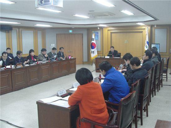 송파구가 위례신도시 입주민의 불편을 해소하기 위해 15일 입주지원단회의를 열었다.
