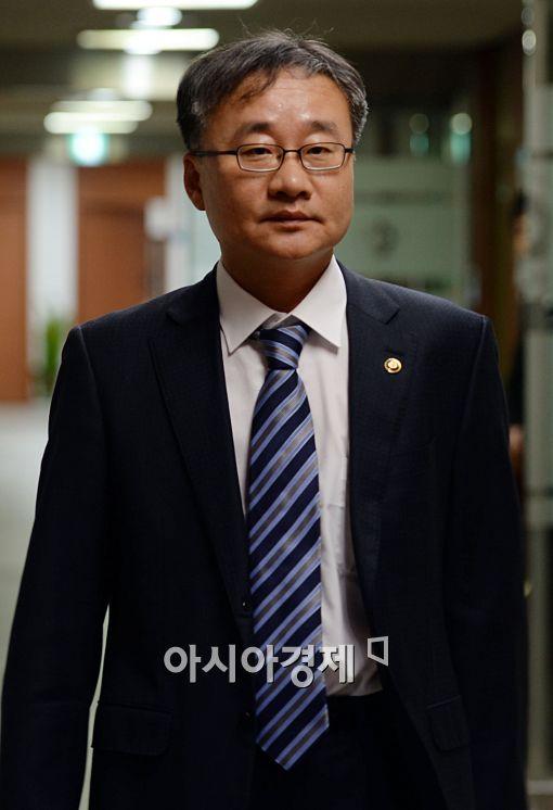 [포토]입장하는 정찬우 부위원장