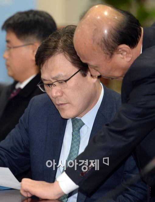 [포토]대화 중인 최종구 금감원 수석부원장