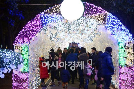 """[포토]여수 '빛노리야 축제"""" 관광객 인산인해"""