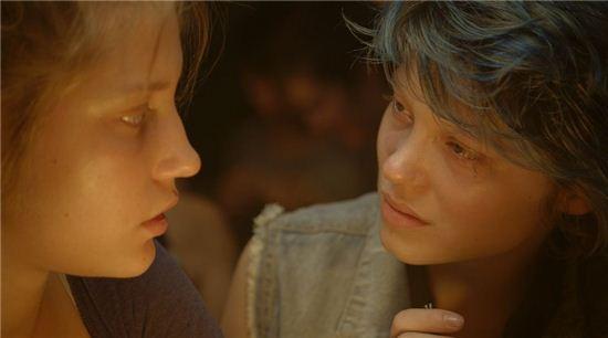 [주말엔영화]가장 보편적인 사랑의 정서로 채운 179분…'가장 따뜻한 색 블루'