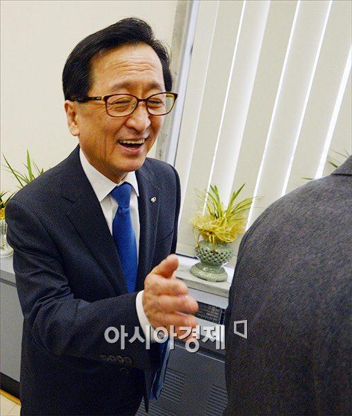 [포토]호탕하게 웃는 최수현 금감원장