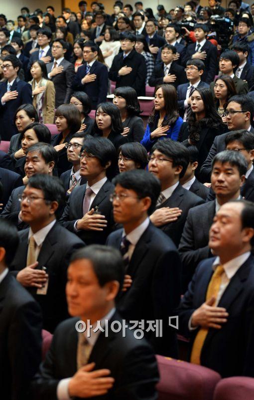 [포토]국민의례하는 사법연수생들