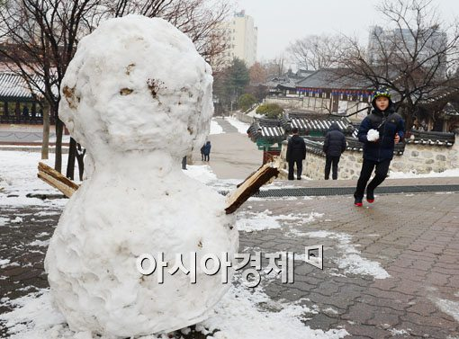 [포토]눈사람이 반가운 동심