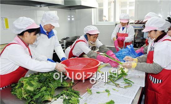 강운태 광주 시장, 자활근로사업장 방문 봉사활동 펼쳐
