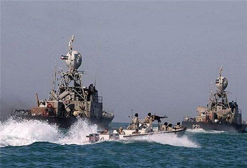 기동중인 이란 해군  함정들