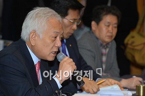 [포토]AI 대책 간담회 참석한 김한길 대표