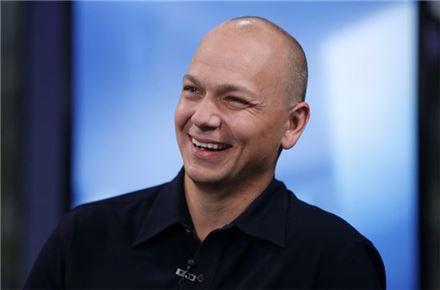 구글에 회사 넘기고 억만장자된 '아이팟의 아버지'