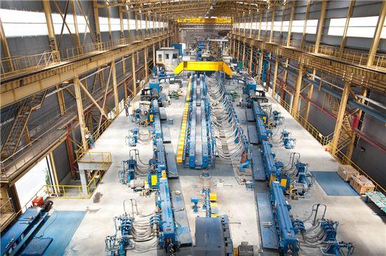 연간 200만t의 철근 생산능력을 갖춘 동국제강 인천제강소의 철근 생산라인 (사진제공=동국제강)