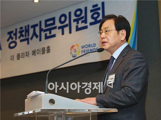 ▲ 김영목 한국국제협력단(코이카·KOICA) 이사장이 24일 서울 플라자호텔에서 열린 '제42회 자문위원회 및 2014년 혁신 코이카 선포식'에서 3대 개혁 추진방안을 발표하고 있다.