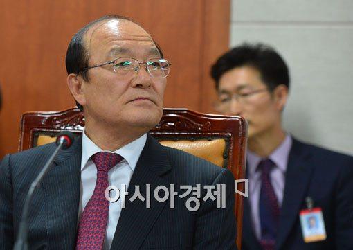 [포토]고심하는 김종대 국민건강보험공단 이사장