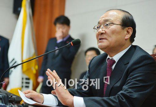 [포토]이사회 결과 브리핑하는 김종대 이사장