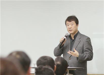 ▲지난 24일 경기도 광주 동부인재개발원에서 열린 '2014 전략회의' 에서 이재형 부회장이 사업전략에 대해 이야기하고 있다.