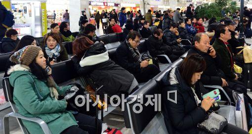 [포토]고향으로 향하는 버스 기다리는 시민들