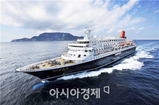 일본 니폰마루호, 설날 450명 싣고 여수항 입항