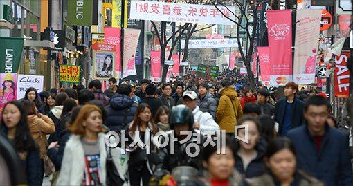 [포토]명동 쇼핑거리 가득 메운 중국인관광객