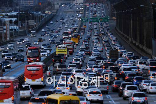 징검다리 연휴, 고속도로 가장 혼잡한 시간 '6일 오전'