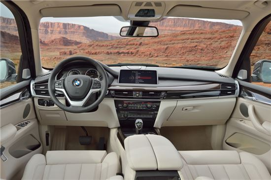 [시승기]달리는 데도 신경쓴 SUV, BMW 신형 X5