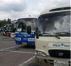 국토교통부가 전세버스 공급량을 줄이기 위한 여객자동차 운수사업법 일부개정법률안 이달 공포, 오는 8월부터 시행한다고 3일 밝혔다.