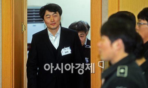 [포토]법정에 나타난 이석기 의원