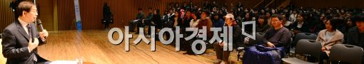 [포토]박원순 시장, 서울시 아르바이트 대학생과 한자리에