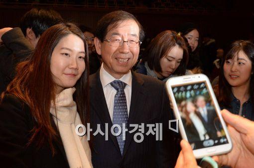 [포토]학생들과 셀카 찍는 박원순 서울시장
