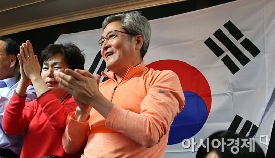 [포토] 이상화 金 소식에 기뻐하는 가족들