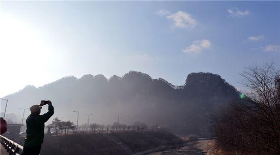 전국적 명산으로 이름높은 팔봉산의 8개 봉우리들
