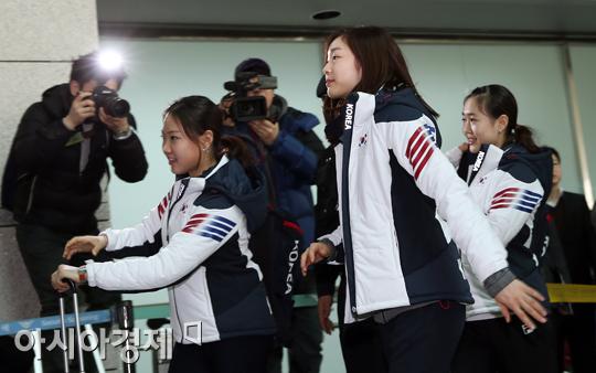 왼쪽부터 김해진, 김연아, 박소연[사진=정재훈 기자]