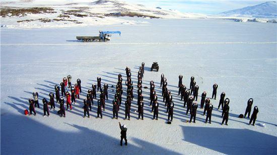 바다얼음 위에서의 아침조회 체조