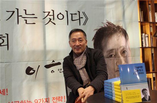 """만화가 이현세 """"올해 '남자의 로망' 담은 웹툰 선보일 것"""""""