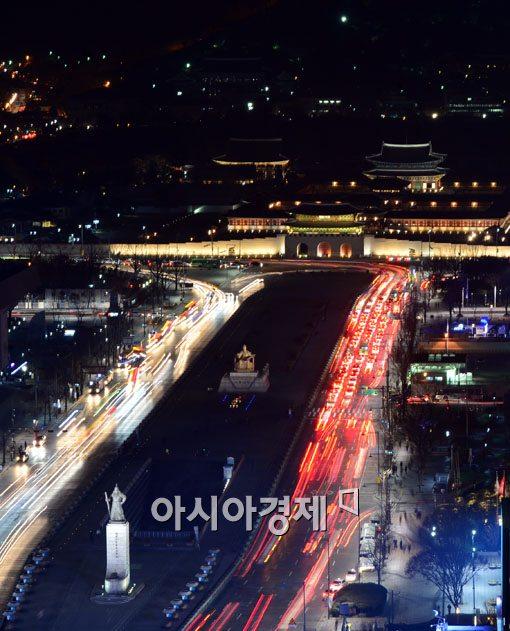 [포토]서울도심 속 불밝힌 경복궁