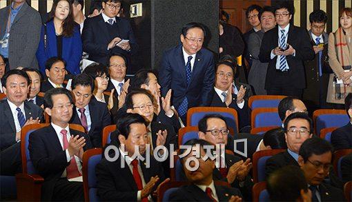 [포토]박수 받는 이주영 장관 내정자