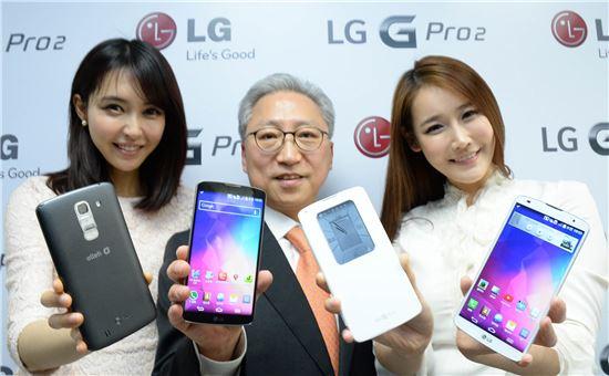 (왼쪽에서 두번째)조성하 LG전자 MC본부 한국 영업담당 부사장