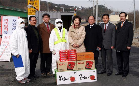 [포토]광주 동구의회, 내지마을 AI 방역초소 방문