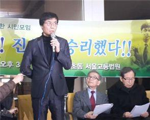 ▲ 13일 오후 서울고법에서 강기훈씨가 무죄 판결 관련 입장을 밝히고 있다.