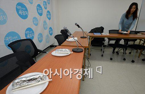 [포토]안철수 의원 아침은 '김밥'