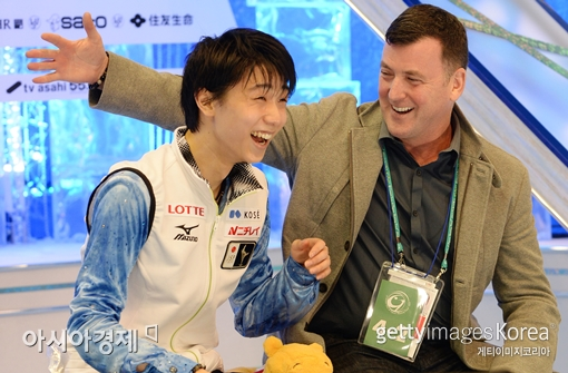 브라이언 오서(오른쪽) 코치와 일본 남자 피겨의 샛별 하뉴 유즈루[사진=Getty Images/멀티비츠]