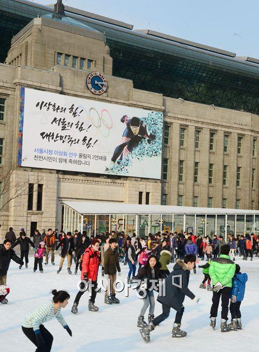 [포토]끝나가는 겨울을 즐기는 서울시민들