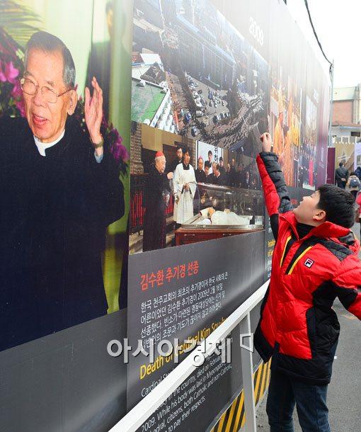 [포토]고(故) 김수환 추기경을 기억하는 신자들